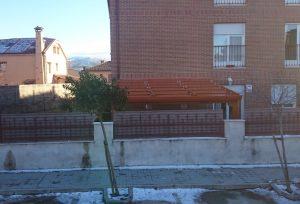 Recomendamos que instale techos de panel de sándwich solo con profesionales. Instalación de techos móviles y fijos en panel de sándwich a los mejores precios de Madrid.