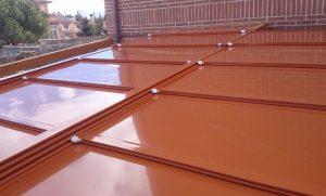 Diseño e instalación de techos de panel de sándwich móviles y fijos en Madrid.